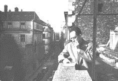 تصویر ۳ : کامو پس از دریافت جایزه نوبل